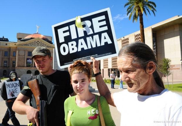 Défilé Pro Armes, Phoenix, Arizona. Double sens, virez Obama. Tirez Obama. Le diable n'est pas loin.